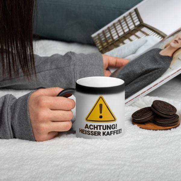 MagischeTasse | Zaubertasse: Achtung! Heißer Kaffee! Mit zauberhaften Farbeffekt!